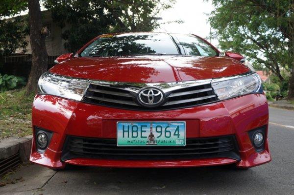 Toyota Corolla Altis 2.0 V front view