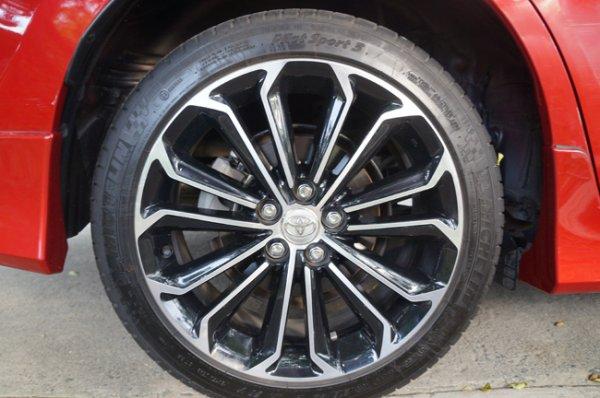 Toyota Corolla Altis 2.0 V tire