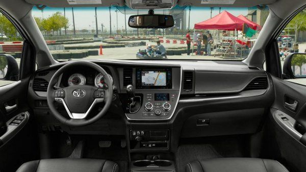 The dashboard of 2017 Toyota Sienna
