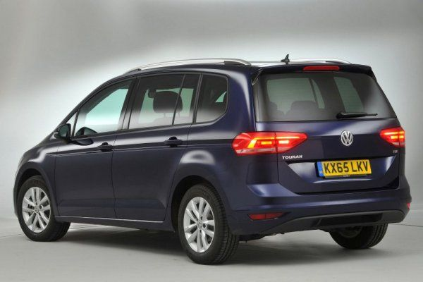 2017 Volkswagen Touran's angular rear