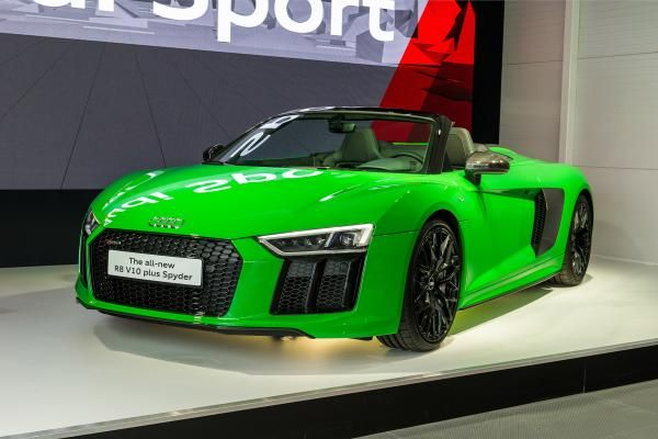 angular front of the Audi R8 V10 Plus Coupe