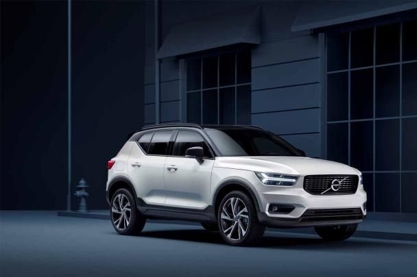 Angular front of a Volvo XC40 2018