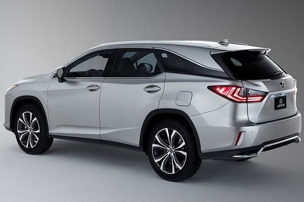 Lexus 2018 RX L from a side angle