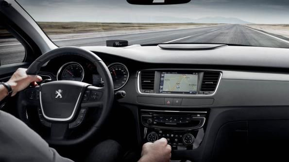 2017 Peugeot 508 dashboard