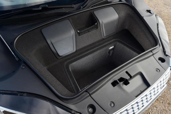 2017 Audi R8 boot