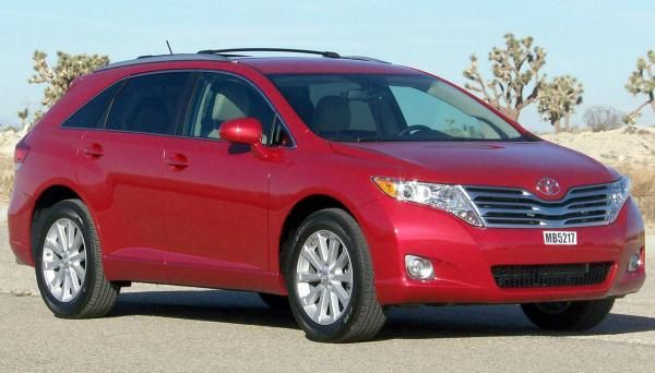Angular front of a Toyota Venza