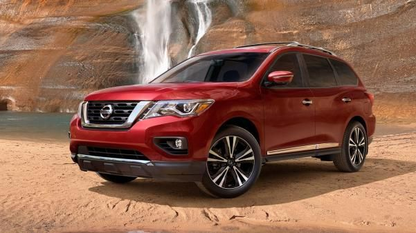 The angular front Nissan Pathfinder