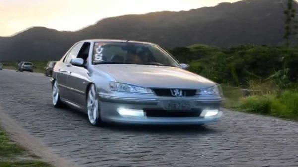 The angular front Peugeot 406
