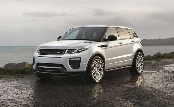The angular front Land Rover Sport