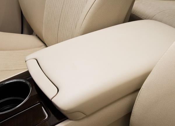 The Toyota Venza 2010 center console closed