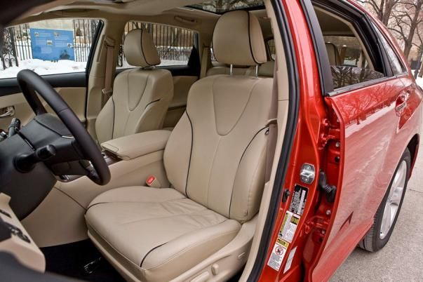 The Toyota Venza 2010 driver seat