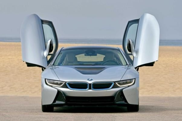 Front view of the BMW i8 2018