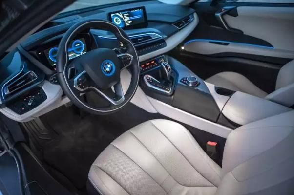 BMW i8 2018 dashboard area