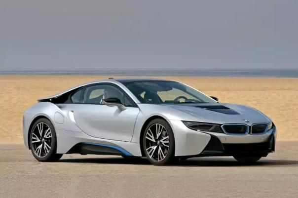 Angular front of a BMW i8 2018