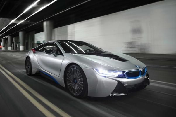 The BMW i8 2018 on the road