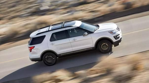 Ford Explorer 2018 on the road
