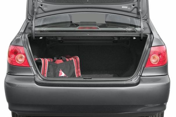 Toyota Corolla 2005 trunk