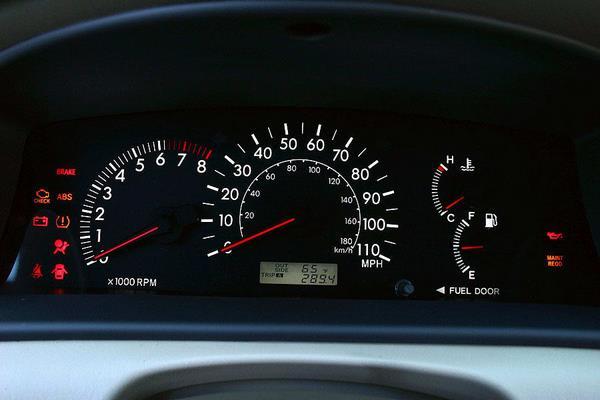 Toyota Corolla 2006 gauges