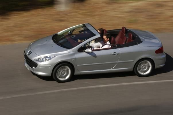 Peugeot 307 CC on the road