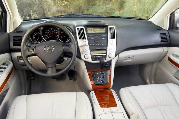the Lexus RX330 2005 from the fron seat row