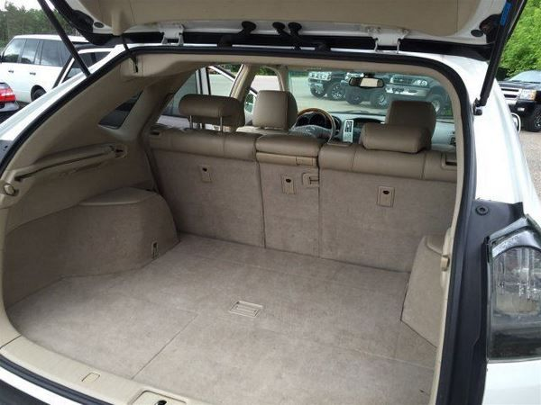 The Lexus RX330 2005 luggage bay