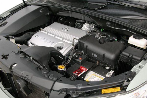 the Lexus RX330 2005 under the hood