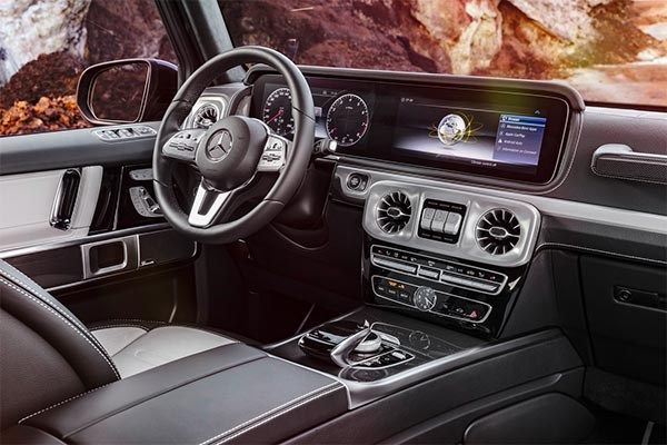 The all- new 2019 Mercedes G Class interior