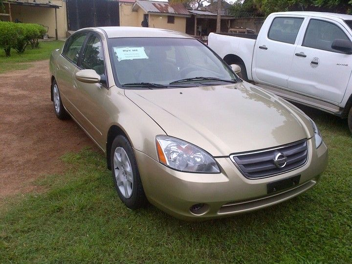 Canada Used And Gold Coloured Super Clean Nissan Altima 2004 Model