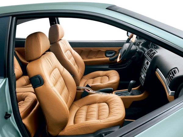The Peugeot 406 2004 coupe front seats