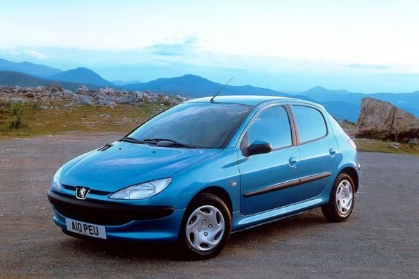 Angular front of a Peugeot 206 2004