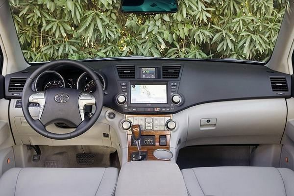 The Toyota Highlander 2008 dashboard