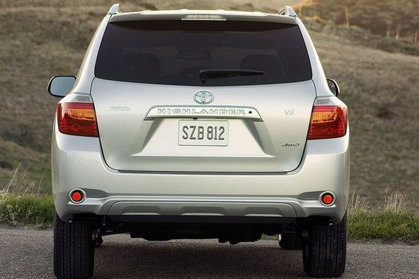 The Toyota Highlander 2008 rear