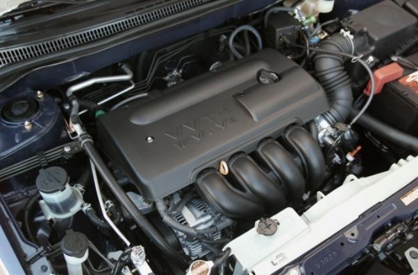 a 1.8 L 4-cylinder VVT-i engine