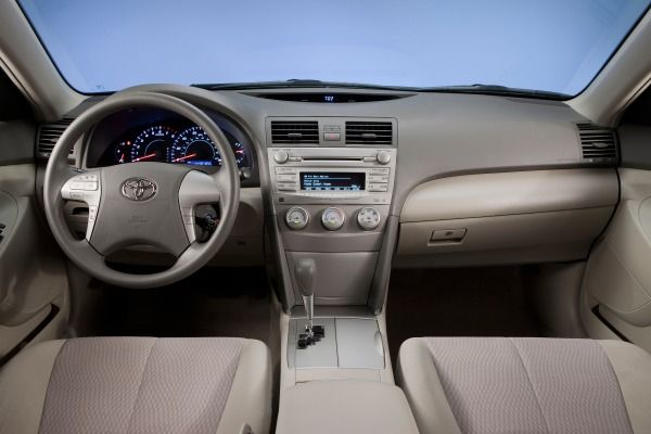 The Toyota Camry 2010's dashboard
