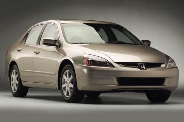 Angular front of a Honda Accord 2005