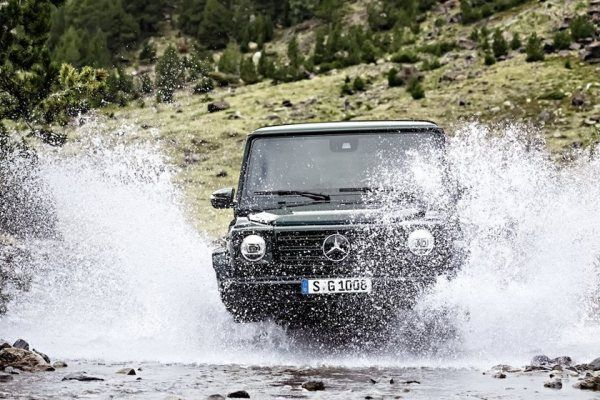 The Mercedes G550 G-Wagon 2019 crossing water
