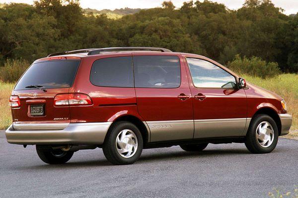 The Toyota Sienna 2002 angular rear