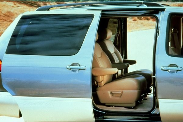 The Toyota Sienna 2002's wheel sliding door