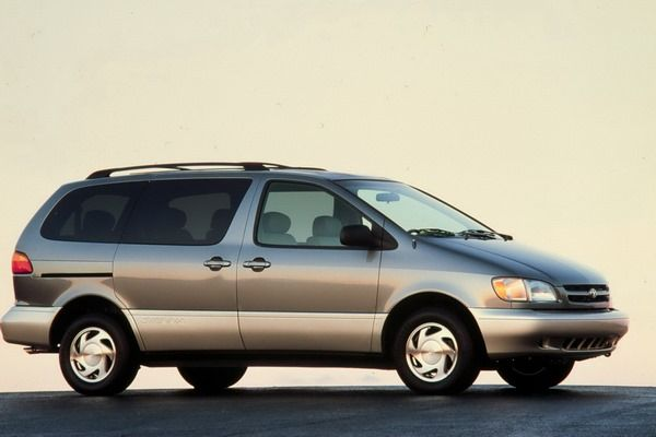 The Toyota Sienna 2002 profile