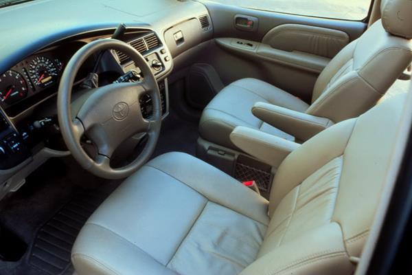 Toyota Sienna 2002's driver seat