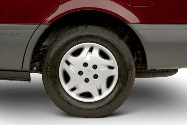 The Toyota Sienna 2002's wheel
