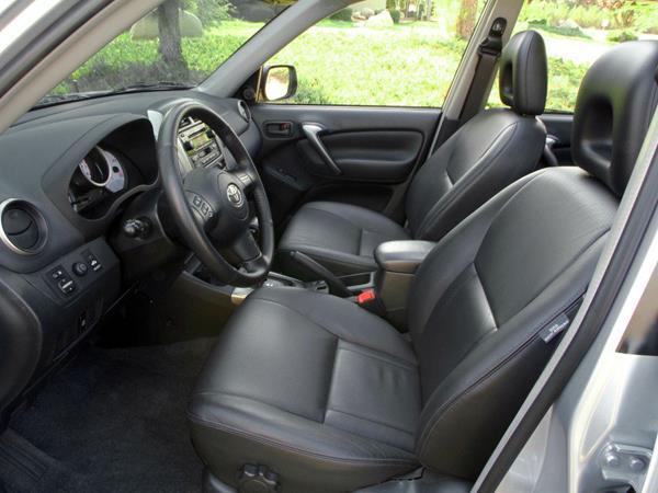 The Toyota RAV4 2005 driver's seat
