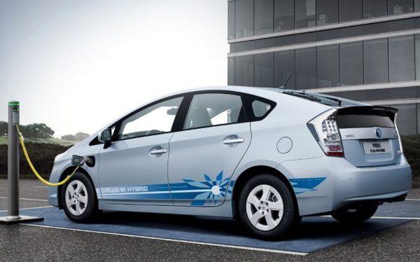 Angular rear of a hybrid electric car