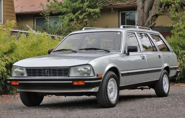 Angular front of a Peugeot 505