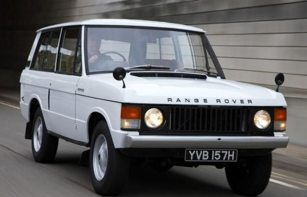 Range Rover Classic on the road