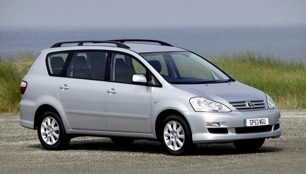 Toyota Picnic 2005 angular front