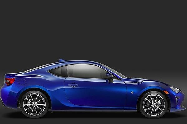 Toyota 86 side view