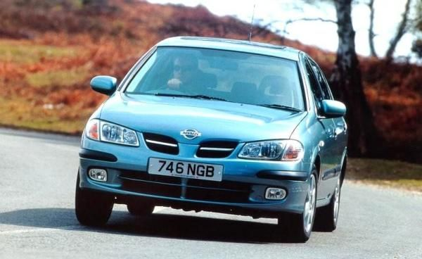 Nissan Almera 2000 front view