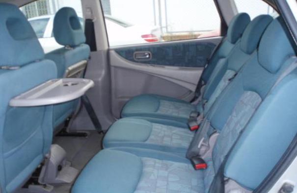 Nissan Almera 2000 seats