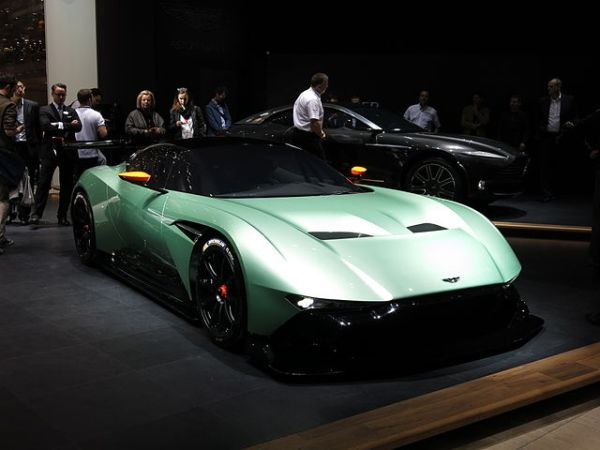Aston Martin Vulcan angular front